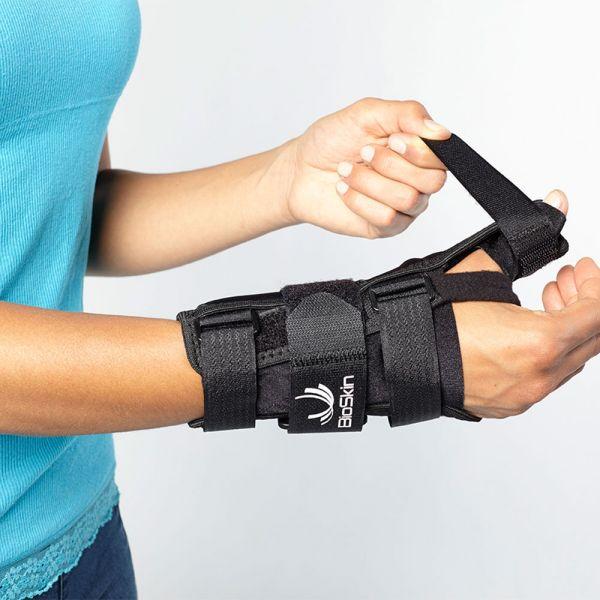 Wrist brace for wrist and thumb stabilization