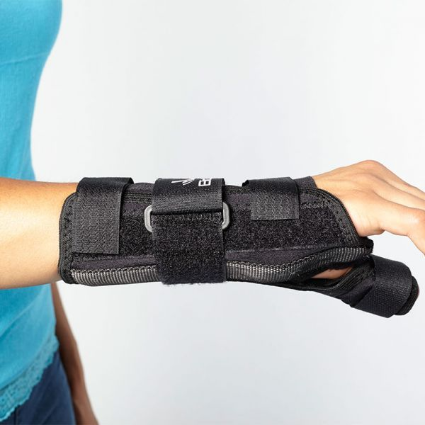 Wrist brace with thumb support
